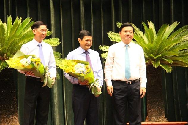 Bí thư Thành ủy TPHCM Đinh La Thăng tặng hoa chúc mừng 2 tân Phó Chủ tịch UBND TP
