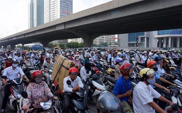 Số tiền thu được từ phí đường bộ xe máy mỗi năm không cao, trong khi các chế tài xử phạt lại không khả thi.