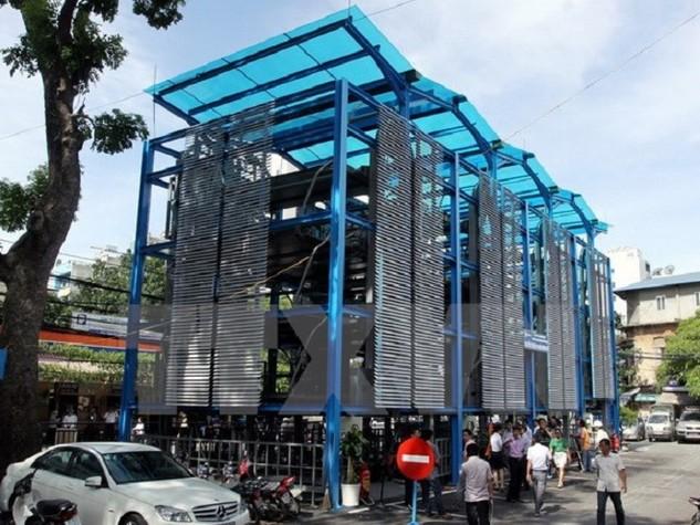 Bãi đỗ xe cao tầng tại số 32 phố Nguyễn Công Trứ, Hà Nội. (Ảnh: Thế Duyệt/TTXVN)