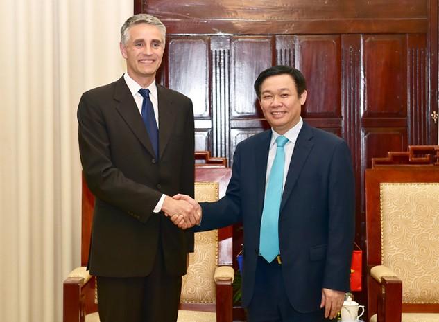 Phó Thủ tướng Vương Đình Huệ tiếp đoàn tham khảo Điều IV của Quỹ Tiền tệ quốc tế (IMF) do ông John Nelmes dẫn đầu (Ảnh: VGP/Nhật Bắc)