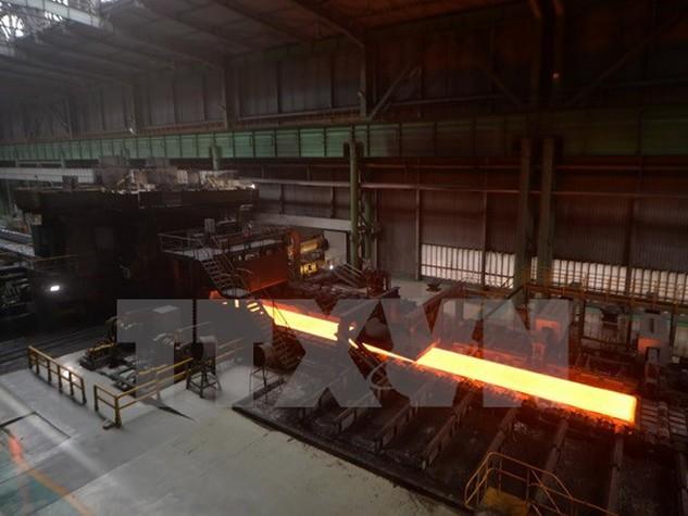 Luyện thép tại nhà máy thép ở Tangshan, tỉnh Hà Bắc, Trung Quốc. (Nguồn: AFP/TTXVN)