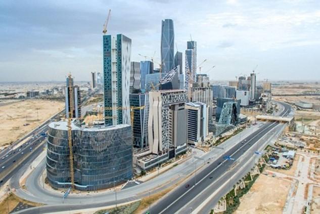 Saudi Arabia sẽ tăng doanh thu phi dầu mỏ lên gấp 6 trong 15 năm tới. Ảnh: The National