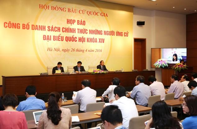 Chủ nhiệm Văn phòng Quốc hội Nguyễn Hạnh Phúc chủ trì Họp báo công bố danh sách 870 người ứng cử đại biểu Quốc hội khoá XIV. Ảnh: Tất Tiên