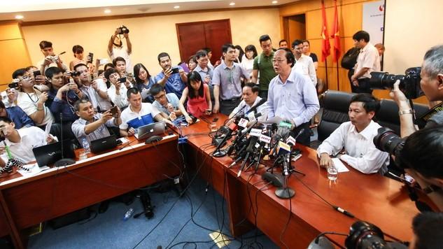 Buổi họp báo do Thứ trưởng Bộ Tài nguyên và môi trường Võ Tuấn Nhân chủ trì diễn ra hơn 10 phút và kết thúc trong sự ngỡ ngàng của các phóng viên có mặt - Ảnh: Nguyễn Khánh