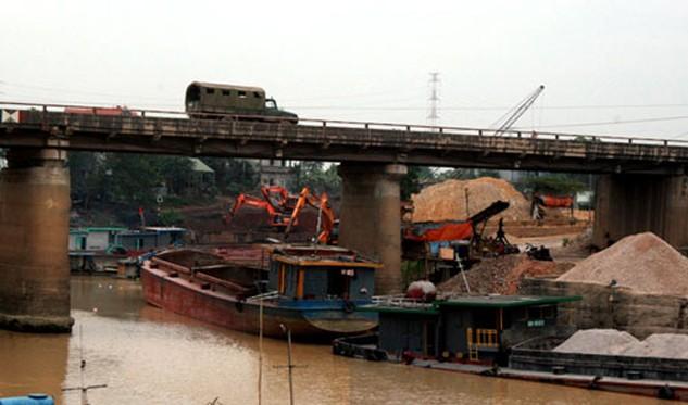 Cầu Đa Phúc bắc qua sông Cầu là cầu yếu, xây dựng từ lâu cần phải thay thế sớm