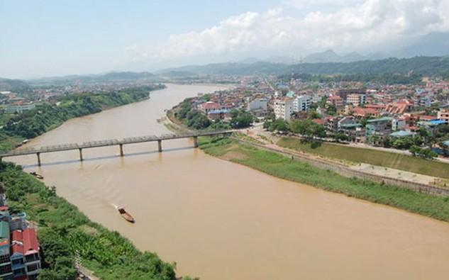 Dư luận và giới chuyên gia lo ngại về cảnh quan cũng như sự an toàn của đê điều, dòng chảy trên sông Hồng nếu dự án được triển khai.