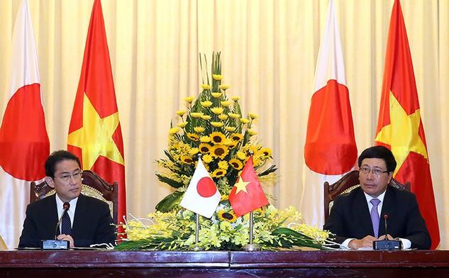 Phó Thủ tướng, Bộ trưởng Ngoại giao Phạm Bình Minh và Bộ trưởng Ngoại giao Nhật Bản Fumio Kishida tại cuộc họp báo sau phiên họp. Ảnh: VGP/Hải Minh