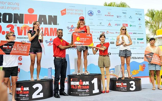 Vietjet đồng hành cùng các vận động viên quốc tế cuộc thi IRONMAN 70.3
