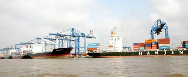 Hàng hóa thông qua các cảng biển của Việt Nam có thể duy trì tốc độ tăng trưởng từ 8 - 9% và nhu cầu có thể vượt cung vào năm 2018 tại các cảng ở khu vực phía Bắc. Ảnh Internet