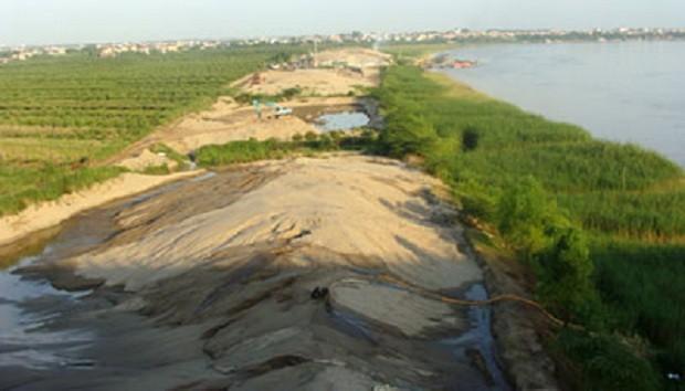 Phó Chủ tịch UBND TP. Hà Nội Vũ Hồng Khanh vừa phê duyệt kế hoạch số 49/KH – UBND về đấu giá quyền khai thác khoáng sản Hà Nội năm 2016.