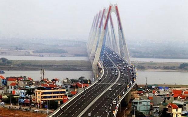 Cầu Nhật Tân - Một trong những dự án sử dụng lượng vốn đầu tư lớn từ ngân sách.