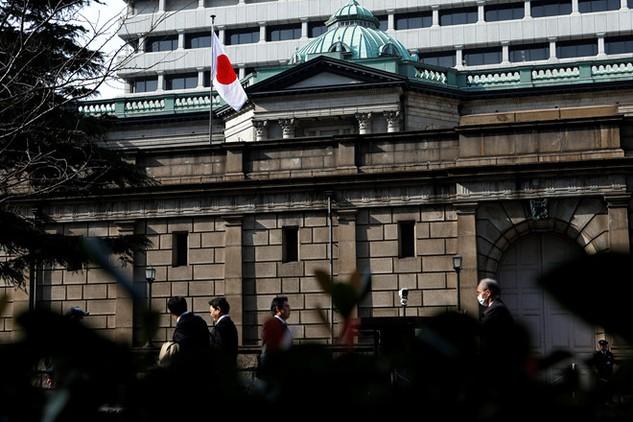 """Lãi suất âm khiến ngành ngân hàng Nhật Bản có """"màn biểu diễn"""" tệ nhất trong 4 năm"""