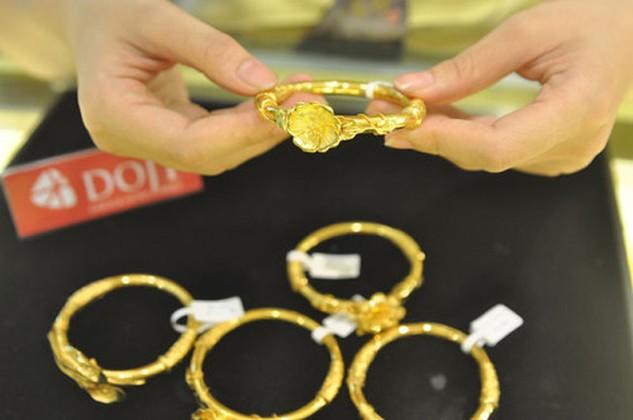 Giá vàng trong nước vẫn tiếp tục thấp hơn thế giới trong sáng nay.