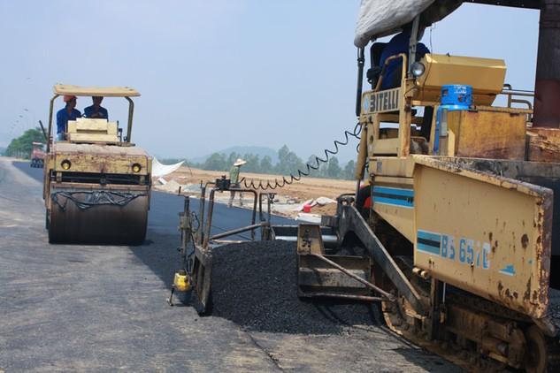 Tổng cục Đường bộ yêu cầu áp dụng công nghệ mới trong bảo trì các dự án xây dựng cơ bản của Bộ Giao thông vận tải. Ảnh: Lê Tiên