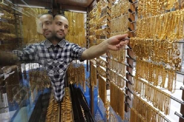 Giá vàng chốt phiên đầu tuần giảm nhẹ. Ảnh: Reuters.