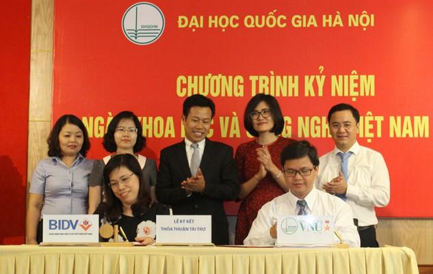 Đại diện BIDV Tây Hà Nội và ĐHQGHN ký kết thỏa thuận
