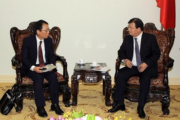 Phó Thủ tướng Chính phủ Trịnh Đình Dũng (bên phải) tiếp ông Yasuo Fujita, Trưởng đại diện Cơ quan Hợp tác quốc tế Nhật Bản tại Việt Nam. Ảnh: Nhật Bắc