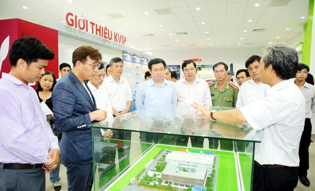 Phó Thủ tướng Vương Đình Huệ thăm Vườn ươm công nghệ Việt Nam - Hàn Quốc. Ảnh: Thành Chung - Bích Thảo