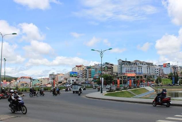 Các lô đất đấu giá nằm ở vị trí trung tâm, nơi có các tuyến đường lớn tại thành phố Đà Lạt.