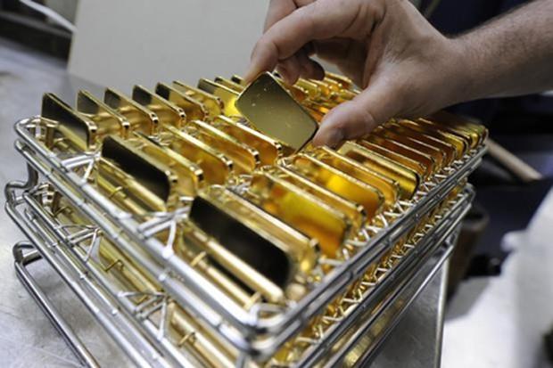 Mỗi ounce vàng giảm nhẹ. Ảnh: Bloomberg.