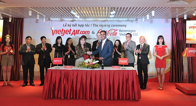 Sản phẩm của Coca-Cola lên máy bay Vietjet