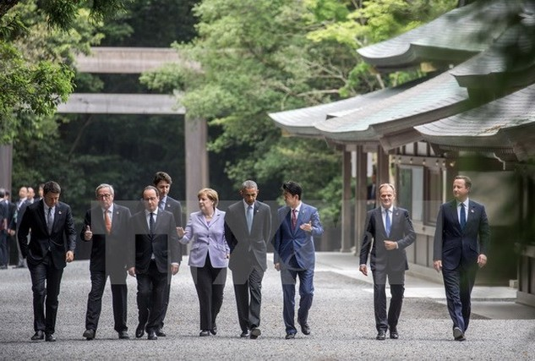 Các nhà lãnh đạo G7 thăm một đền thờ ở Mie, Nhật Bản. (Nguồn: EPA/TTXVN)