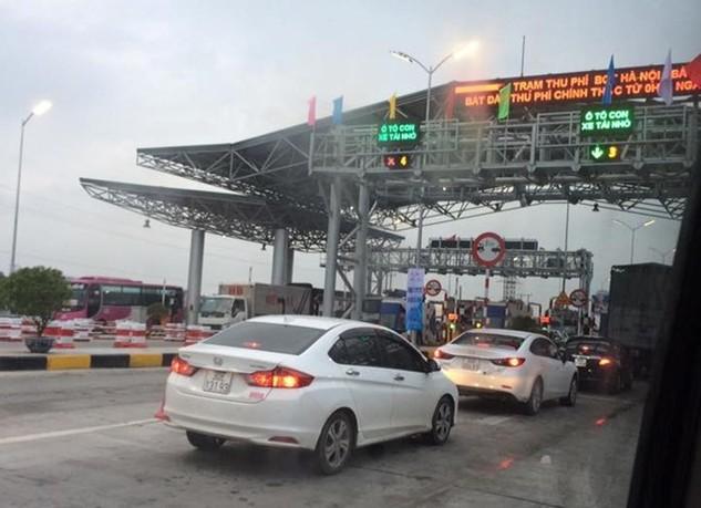 Ảnh chụp tại trạm thu phí cao tốc Bắc Giang ngày 25/5 (Nguồn: Otofun)
