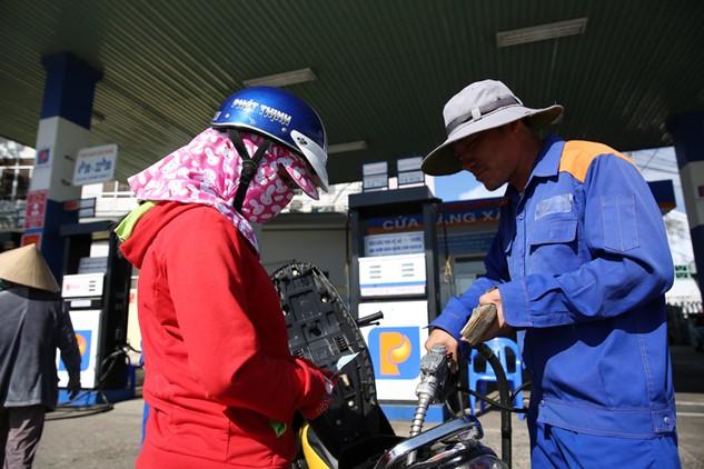 Giá xăng dầu, thực phẩm khiến CPI tháng 5 tăng mạnh. Ảnh: Lê Tiên
