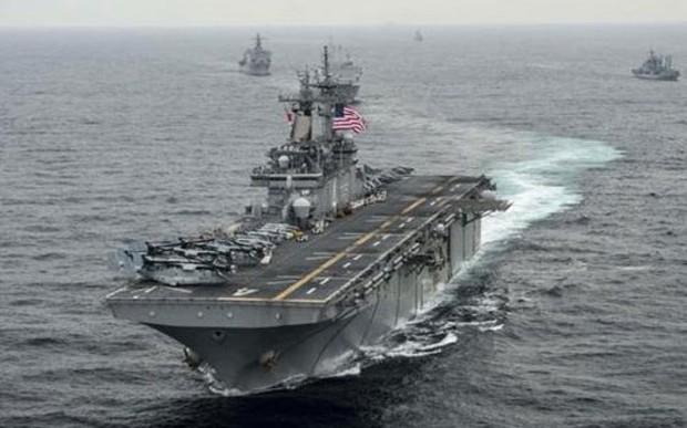 Tàu đổ bộ USS Boxer di chuyển trên biển Nhật Bản trong cuộc tập trận Ssang Yong hồi tháng 3/2016 - Ảnh: Reuters.