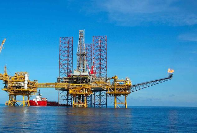 Tiến độ cổ phần hóa các doanh nghiệp nhà nước thuộc lĩnh vực viễn thông, dầu khí… rất chậm. Ảnh: Hoàng Hà