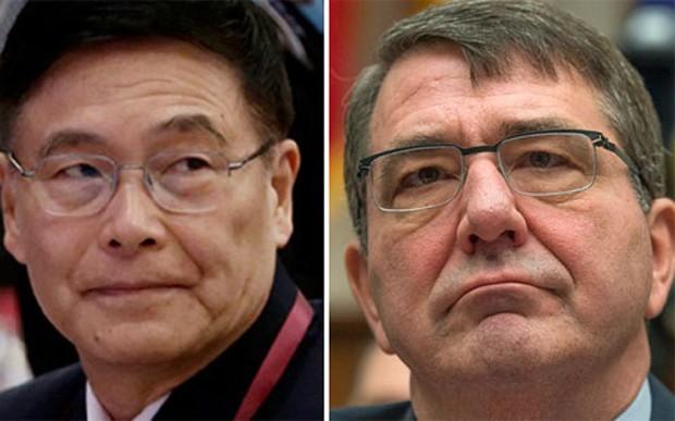 Đô đốc Trung Quốc Sun Jianguo (trái) và Bộ trưởng Bộ Quốc phòng Mỹ Ash Carter (phải) - Ảnh: SCMP.