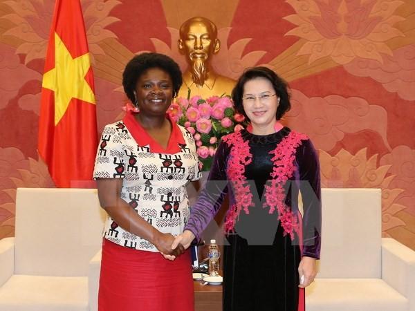 Chủ tịch Quốc hội Nguyễn Thị Kim Ngân tiếp bà Victoria Kwakwa, Giám đốc Quốc gia Ngân hàng thế giới tại Việt Nam. (Ảnh: Trọng Đức/TTXVN)