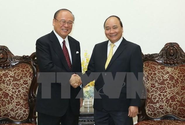 Thủ tướng Nguyễn Xuân Phúc tiếp ông Tsutomu Takebe, Cố vấn đặc biệt Liên minh nghị sỹ Nhật-Việt. (Ảnh: Thống Nhất/TTXVN)