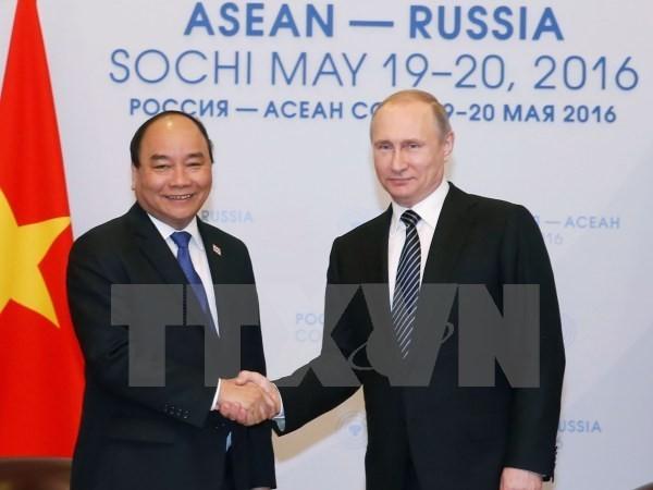 Thủ tướng Nguyễn Xuân Phúc hội kiến Tổng thống Liên bang Nga Vladimir Putin chiều 19/5/2016 tại thành phố Sochi, Nga. (Ảnh: Thống Nhất/TTXVN)