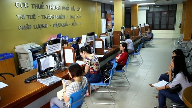 Cục Thuế TP Hà Nội cho biết, trong 5 tháng đầu năm 2016, sau 5 đợt công khai 655 đơn vị nợ thuế, phí và tiền sử dụng đất đã có 322/655 đơn vị nộp nợ thuế với số tiền là 146,8 tỷ đồng