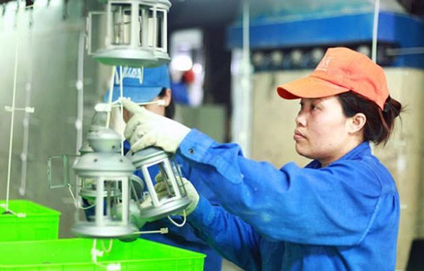 Sản xuất thiết bị gia dụng tại công ty cổ phần Kim khí Thăng Long.