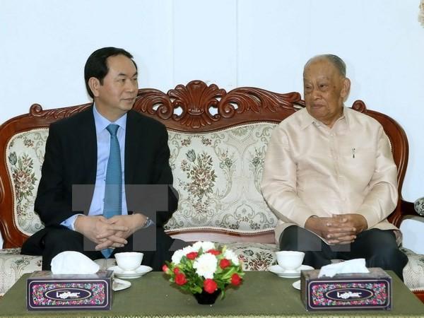 Chủ tịch nước Trần Đại Quang đến thăm ông Khamtay Siphandonm, nguyên Chủ tịch Đảng Nhân dân cách mạng Lào, nguyên Chủ tịch nước CHDCND Lào. (Ảnh: Nhan Sáng/TTXVN)