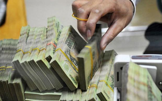 Chỉ tính riêng ba ngân hàng lớn Vietcombank, VietinBank và BIDV, tổng nguồn vốn huy động đã lên tới hơn 1,5 triệu tỷ đồng.