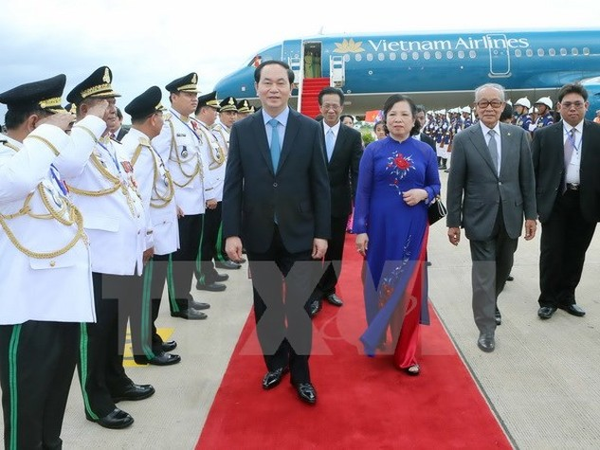 Lễ đón Chủ tịch nước Trần Đại Quang và Phu nhân tại sân bay Quốc tế Phnom Penh. (Ảnh: Nhan Sáng/TTXVN)