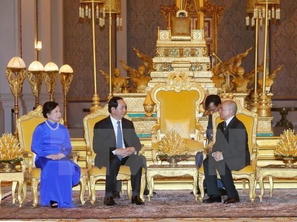 Quốc vương Campuchia Norodom Sihamoni tiếp Chủ tịch nước Trần Đại Quang và Phu nhân. (Ảnh: Nhan Sáng/TTXVN)