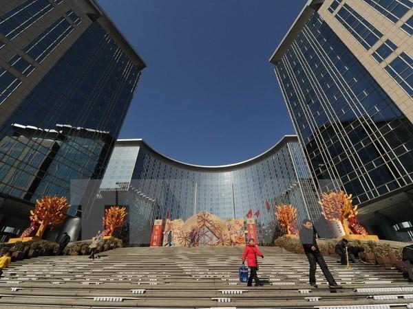 Bên ngoài một trung tâm mua sắm ở Bắc Kinh. (Nguồn: AFP/TTXVN)