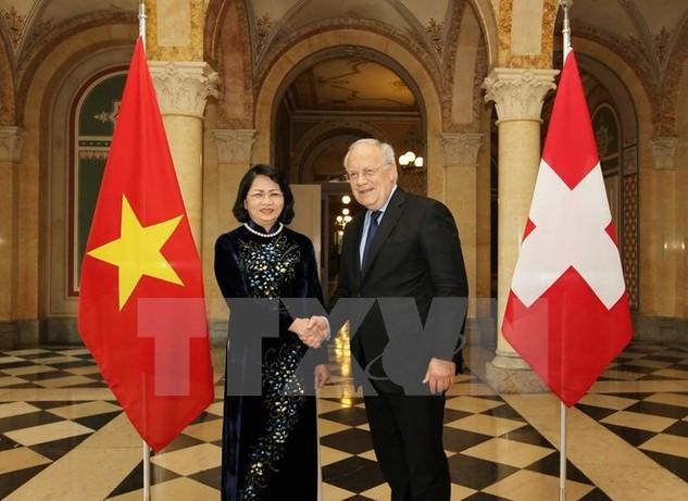 Phó Chủ tịch nước Đặng Thị Ngọc Thịnh hội kiến Tổng thống Thụy Sĩ, ngài Johann Schneider-Ammann. (Ảnh: Quang Hải/TTXVN)