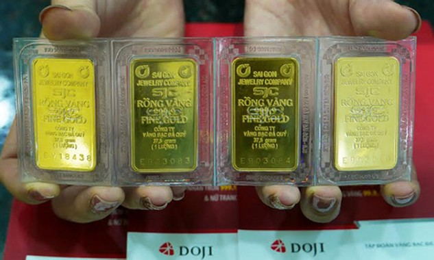 Giá vàng SJC vọt lên gần 34,58 triệu đồng. Ảnh: Q.Đ.