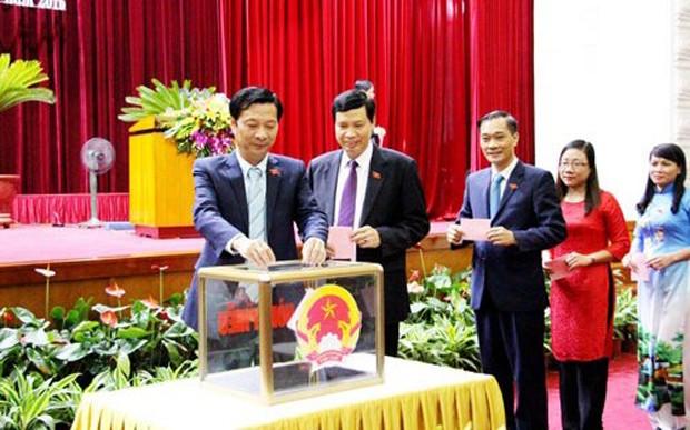 Các đại biểu Hội đồng nhân dân tỉnh Quảng Ninh bầu lãnh đạo chủ chốt của tỉnh.