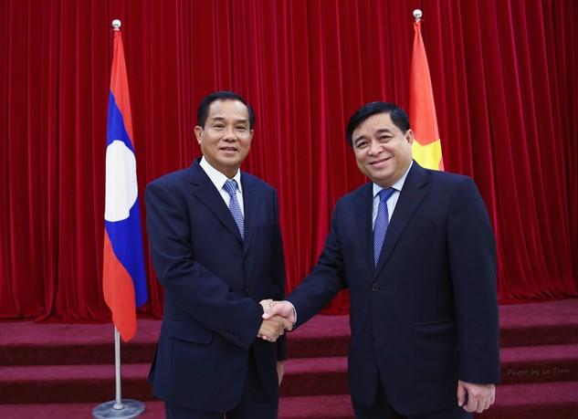 Hai Bộ trưởng mong muốn thắt chặt hơn nữa quan hệ hợp tác giữa hai ngành KH&ĐT. Ảnh: Lê Tiên