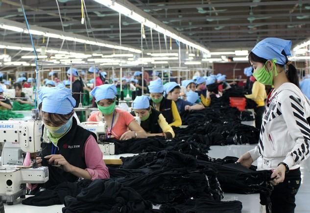 Tỷ lệ nội địa hóa của dệt may Việt Nam còn rất thấp, chỉ mới tự đáp ứng được khoảng 2% nhu cầu bông, 12,5% nhu cầu vải. Ảnh: Tất Tiên