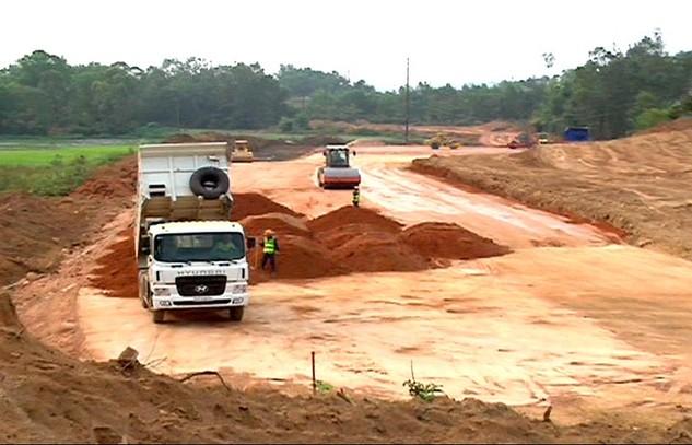 Thi công đường cao tốc Đà Nẵng Quảng Ngãi đoạn quan tỉnh Quảng Ngãi.