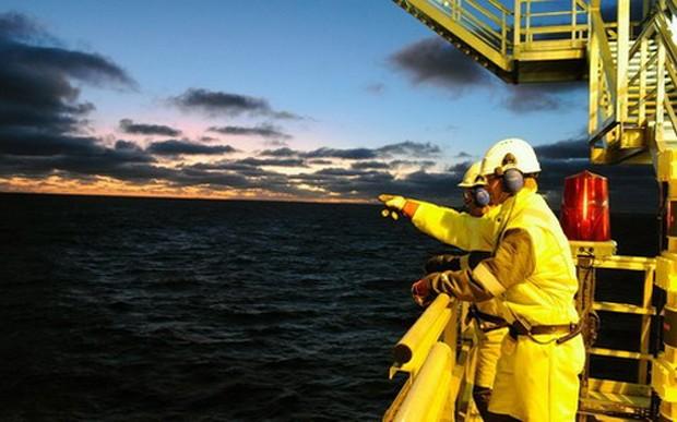 Thông tin từ về nguồn cung dầu hiện cũng không hỗ trợ cho giá dầu - Ảnh: Tujob.