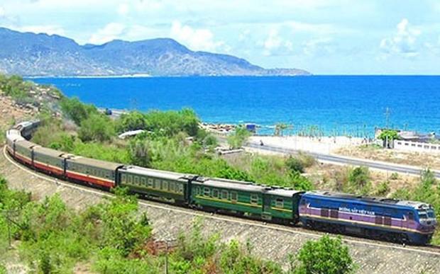 Đường sắt Việt Nam vẫn ì ạch và hiện gần như chưa có một dự án xã hội hóa nào triển khai thành công. Hệ thống đường sắt cũ kỹ, khổ đường hẹp, hiệu quả khai thác hạn chế.