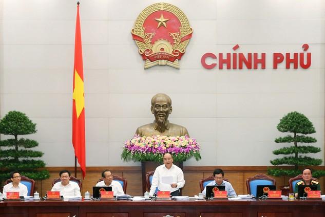 Thủ tướng Nguyễn Xuân Phúc nhấn mạnh tinh thần không sao chép y nguyên thông tư cũ, điều kiện cũ sang nghị định mới. Ảnh: Quang Hiếu